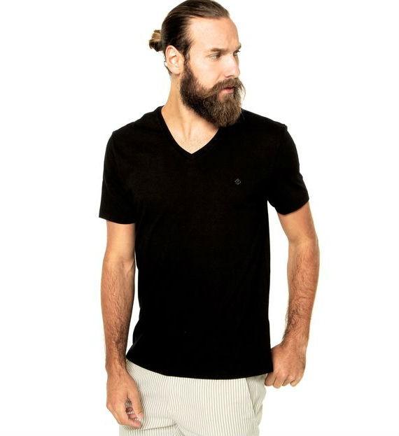 forum-camiseta-reta-preta-dafiti