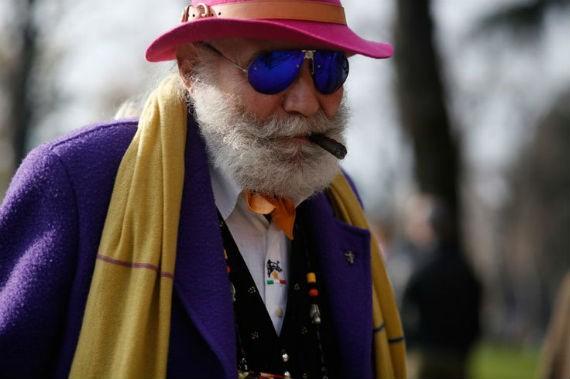 homem overdressed