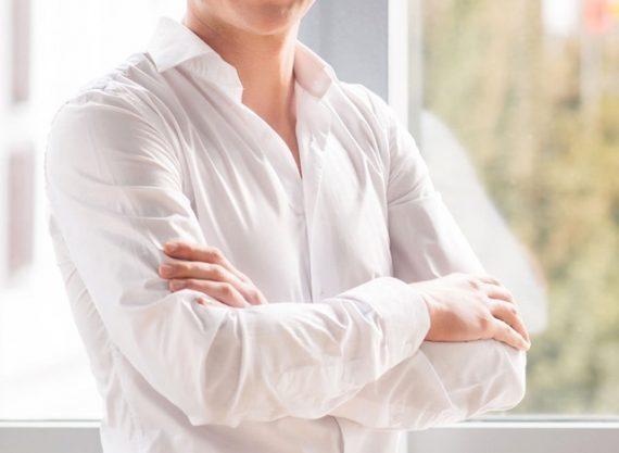 Como Remover Manchas de Camisas Brancas