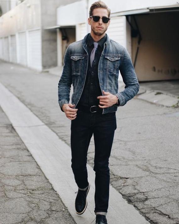 Combinação de 3 peças jeans em look masculino