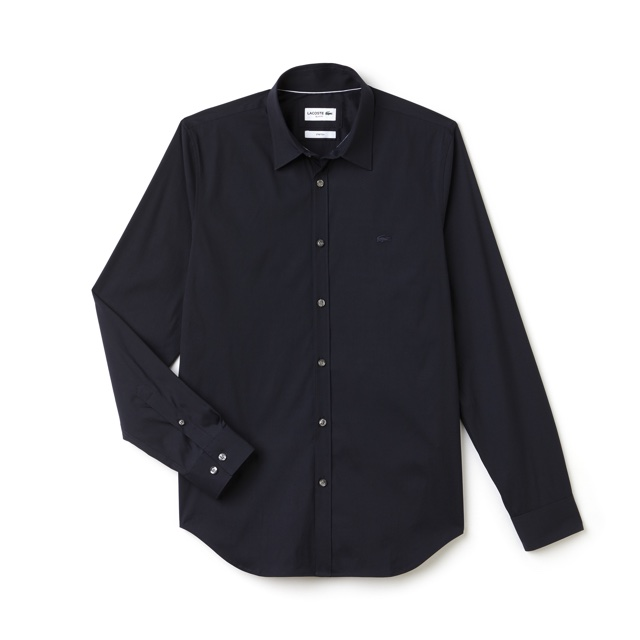 93038f0bdc3 A coleção é complementada com um blazer de gabardine com calças plissadas  combinando (basicamente formam um costume) e mais duas calças chino também  de ...
