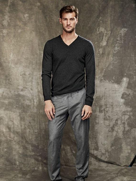 Quais São os Tipos de Gola de Camisetas e Blusas - Gola V